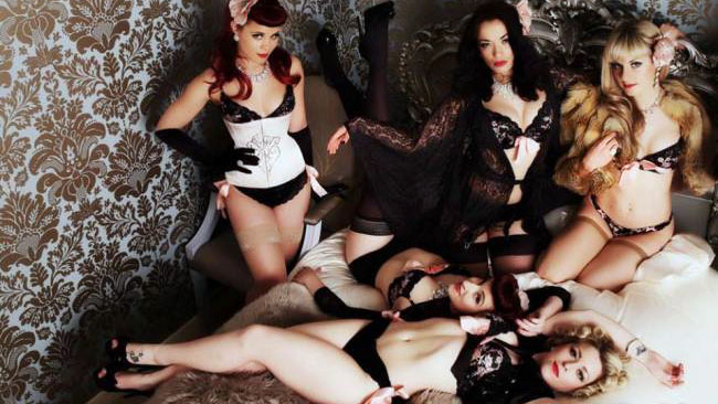 10 Things That Keep A Burlesque Troupe Together