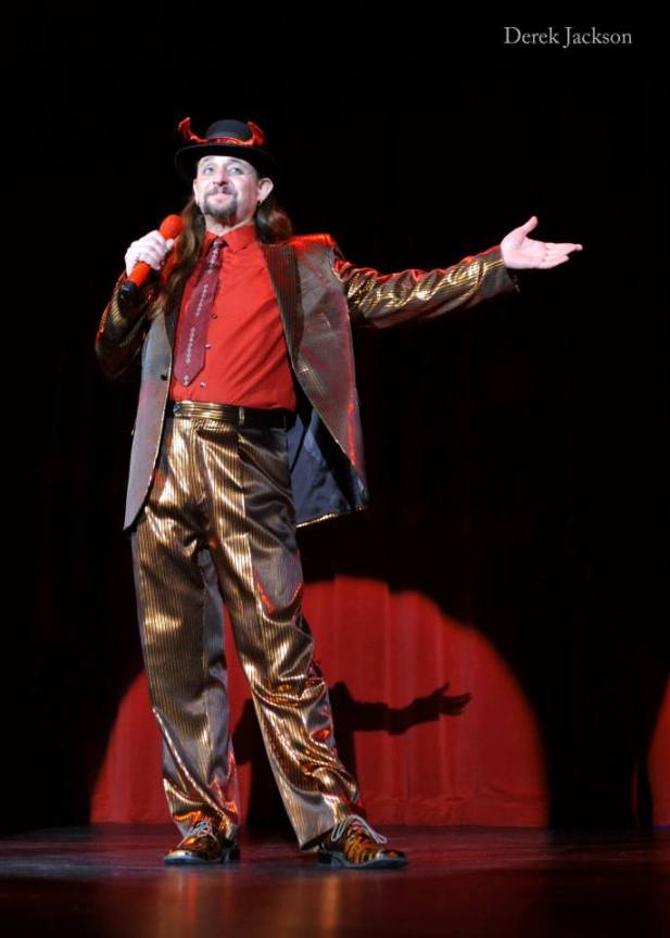 Jonny Porkpie hosting the Movers, Shakers and Innovators showcase, leading tributes to Sparkly Devil.  ©Derek Jackson