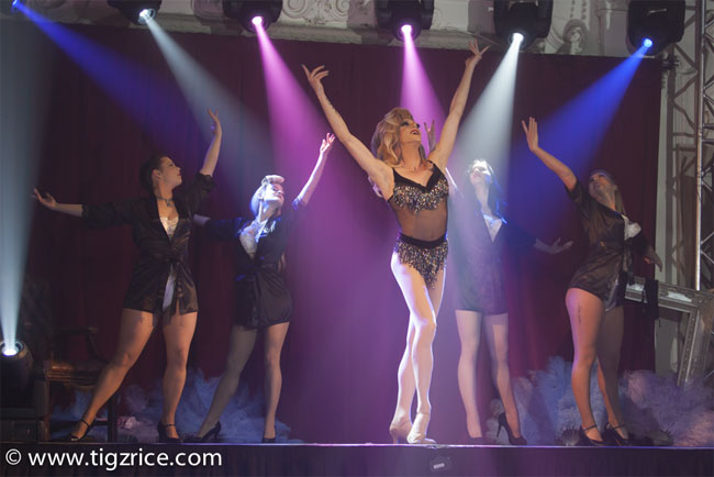 """A born entertainer"": Miss Danni Dee. ©Tigz Rice  (Review: Burlesque On Ice)"