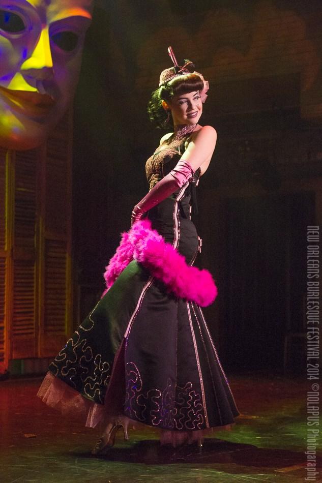 Hazel Honeysuckle at the New Orleans Burlesque Festival 2014.  ©NOLAPUS.com