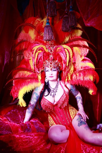 Raven Noir appearing at the Sheffield Burlesque and Cabaret Extravaganza, by Neil Kendall