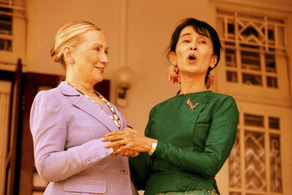 Aung+San+Suu+Kyi+Secretary+State+Clinton+Makes+-RLni7J3nQml