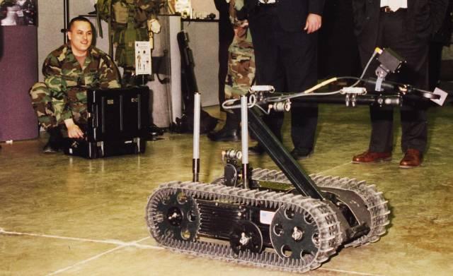 Jeden z vojenských robotů užívaných americkou armádou byl zničen v blíže nespeciřkované bojové akci. Výrobci těchto robotů, společnosti iRobot, to oznámilo Ministerstvo obrany USA.