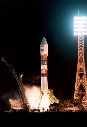 Význam kazašského hvězdného městečka roste. Po rozpadu Svazu sovětských socialistických republik v roce 1991 zůstal hlavní ruský kosmodrom na území jiného státu - Kazašské republiky. Rusko si proto musí kosmodrom v současnosti pronajímat, a to za roční poplatek 115 milionů dolarů.