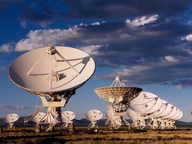 Stále více odborníků se kloní k domněnce, že mohou existovat momozemšťané. Vědci totiž přávě vytipovali 17 000 hvězd, na kterých by mohl být život. V této souvislosti vzbudila nedávno značný rozruch americká astrobioložka Margaret Turnbullová, která hledá život na jiných planetách.
