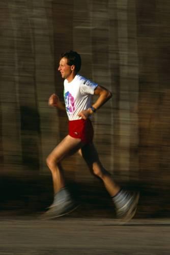 Absolvování trasy maratonského běhu je nejen výkonem na hranici lidských sil, ale na trase dlouhé 42 195 metrů někteří závodníci kolabovali a umírali.