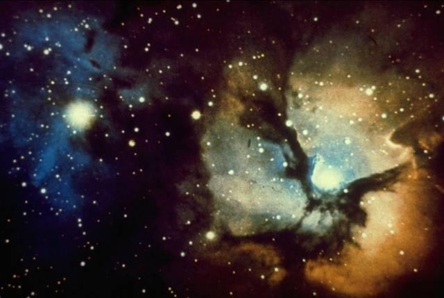 Přelom 7. a 6. stol. př. n. l. byl ve znamení počátků antické vědy – nové éry poznávání světa kolem nás i nad námi. Řekové převzali pochopitelně astronomické znalosti ze starších kultur, avšak k problémům přistupovali zcela odlišně. Od pouhého pozorování a zaznamenávání jevů na obloze přešli k hledání jejich příčin a začali usilovat o vědecký výklad, který by je dovedl k poznání řádu vesmíru v prostoru.