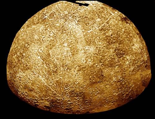 Merkur je první planetou v pořadí od Slunce. Tento malý, kamenný svět známe přinejmenším od 3. tisíciletí př. n. l., ovšem pro staré Sumery nebyl tělesem, nýbrž bohem. Od Řeků dostal hned dvě jména: Apollo při svém zjevování se jako ranní hvězda a Hermes jako hvězda večerní.