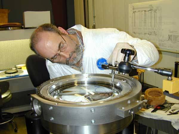 Fyzika (z řeckého fysis – příroda) byla původně naukou o celé přírodě. V současnosti je to přírodní věda zkoumající základní vlastnosti látek a polí a nejjednodušší formy jejich pohybu.