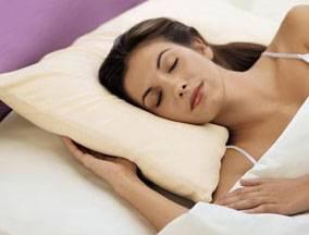 Stává se vám často, že nemůžete dlouho usnout? Místo počítání oveček byste měli raději poslouchat uklidňující hudbu. Alespoň to tvrdí tchajwanští lékaři, kteří právě publikovali výsledky své studie.