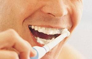 Podle nejnovější vědecké studie, kterou zveřejnili experti z Kolumbijské univerzity, může pravidelná ústní hygiena podstatně snížit riziko mrtvice nebo infarktu.