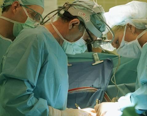 28. února by měli lékaři z nemocnice v Českých Budějovicích provést operaci umělé náhrady kyčelního kloubu prostřednictvím tzv. miniinvazivní metody.