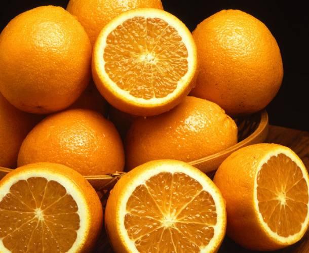 Američtí vědci z Cornellovy univerzity nedávno oznámili, že se jim podařilo z obyčejné pomerančové kůry vytvořit nový kvalitní plast.
