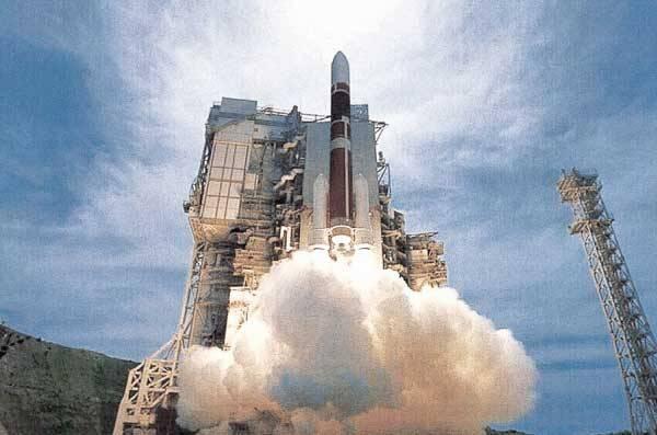 Zatímco se Američané pečlivě připravují na květnový start raketoplánu Discovery, smělé plány na výlety do vesmíru mají i Japonci. Významný krok k tomu učinili právě v těchto dnech.