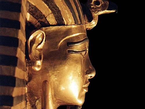 Přední egyptští archeologové nedávno podrobili důkladnému testování mumii egyptského panovníka Tutanchamona, který se nedožil ani dvaceti let.