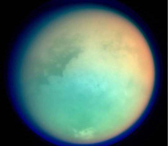 Sonda Cassini v posledních dnech opět proletěla v těsné blízkosti Titanu a nasbírala data, která ohromila odborníky z celého světa.