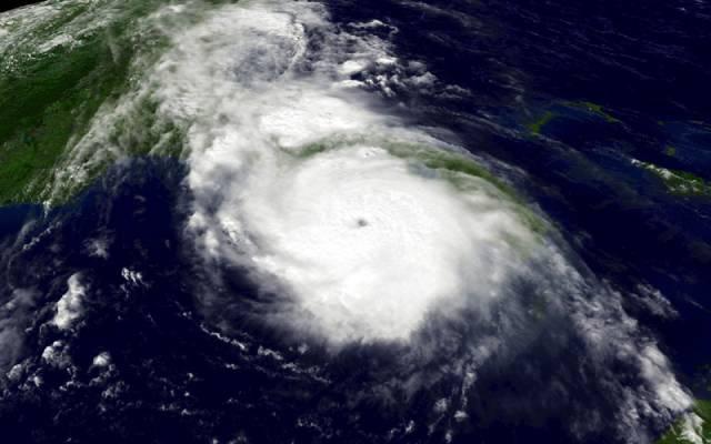 Ve Spojených státech amerických je nyní v plném proudu sezóna hurikánů. Ničivé bouře prý mohou vyvolat i slabá zemětřesení.