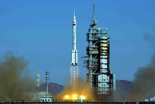 Před téměř dvěma lety se Čína stala po USA a Rusku třetí zemí na světě, která vyslala do kosmu své astronauty. Teď se chystá úspěšnou výpravu zopakovat!