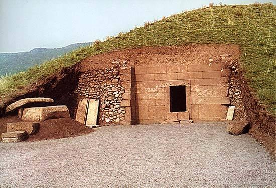 Bulharští archeologové objevili na jihovýchodě země hrob naplněný bohatstvím. Údajně patřil mladému tráckému králi, který v této oblasti vládl před 2400 lety.