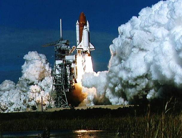 Horká aktualita Americký raketoplán Discovery přesně v 16:39 našeho času odstartoval na svou cestu k Mezinárodní vesmírné stanici.