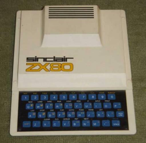 """Na éru osmibitových počítačů se dá vzpomínat s trochou nostalgie, ale ty staré počítače, valící se v prachu pod postelí, můžou i v dnešní době s předponou """"giga"""" přinášet poučení."""