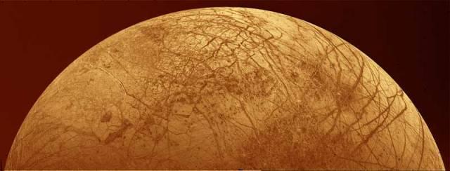 Jeden z Jupiterových měsíců, je zvláštní a výjimečný již na první pohled. Jeho povrch je totiž hladký. Nyní už víme proč!
