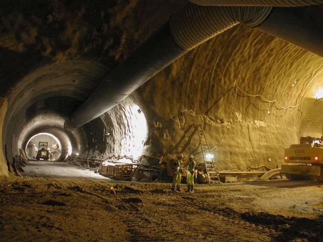 Švýcarskými horskými masivy se vinou unikátní architektonická díla. Země helvetského kříže by se již brzy měla stát domovem nejdelších železničních tunelů na světě.