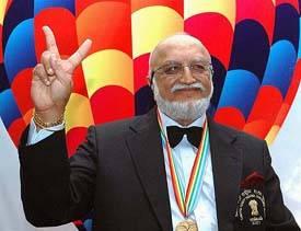 Poněkud výstřední indický milionář Vijaypat Singhania vytvořil nový světový rekord v maximální výšce, ve které se pohyboval obyčejný horkovzdušný balón s lidskou posádkou.