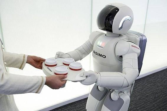 Japonská firma Honda oznámila, že v květnu příštího roku začne zaměstnávat své dvounohé roboty jako recepční.