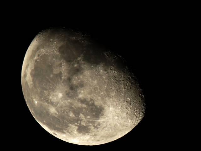 Italové chtějí za pomoci robotů vybudovat na Měsíci teleskop.