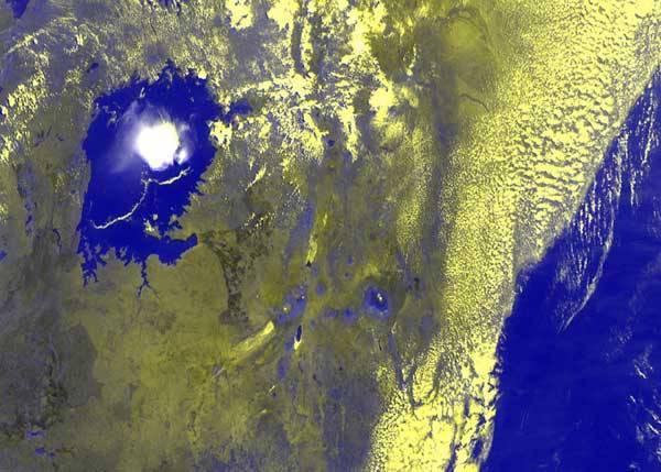 Prodlouženýma očima meteorologů jsou družice, které pozorně sledují povrch Země a její atmosféru. Po vojenské špionáži tak potřebný nadhled získali i vědci. Co vlastně mohou družice vidět?