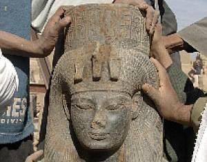 Archeologové v Luxoru nalezli 3,5 tisíce let starou sochu Teje, první manželky Amenhotepa III.