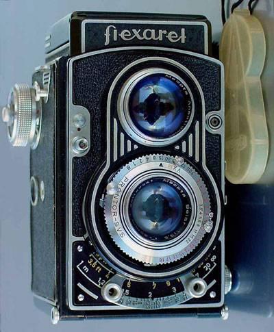 Člověk má od nepaměti potřebu něco zaznamenávat, psanou nebo obrazovou formou. Malířům portrétů však téměř odzvonilo, když se na scéně objevily fotoaparáty.