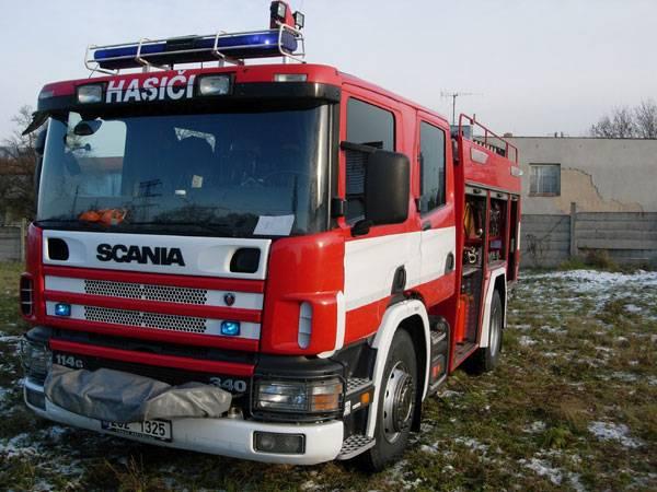 Profesionální hasiči mají pověst tvrdých chlapů, kteří se dokáží poprat nejen s požárem. Co se však skrývá za hlučnou sirénou?
