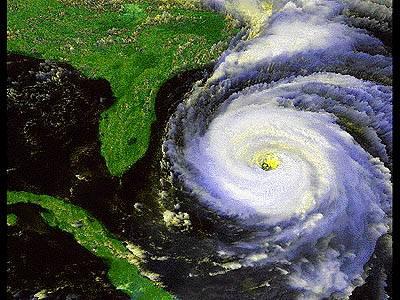 Zatímco se američtí politici neustále přou, kdo může za škody a za pozdní varování před hurikány Rita a Katrina, obyvatelé východní části Ameriky s obavami vyhlížejí nástup léta.