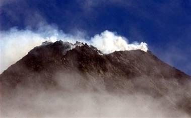 K výbuchu může dojít každým dnem, Merapi je plná magmatu.