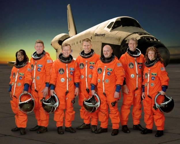 Z pracovníků NASA spadlo velké napětí. Raketoplán Discovery dnes v 15:14 SELČ úspěšně přistál na Kennedyho mysu na Floridě.
