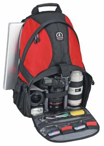 Fotografický aparát je dnes už standardní výbavou téměř každého, kdo se v létě vydá na dovolenou, na prázdniny nebo na kratší výlet. 21. STOLETÍ se zeptalo výrobců fotoaparátů a příslušenství k nim, jaké zajímavosti nám  pro nadcházející letní sezónu připravili.