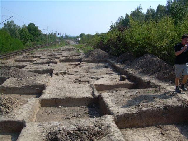 Archeologický výzkum na 362. až 363. kilometru III. železničního koridoru byl ukončen. Poslední terénní práce proběhly minulý týden a archeologové se nyní přesouvají do laboratoří k počítačům.
