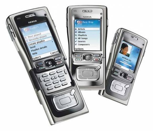 Je tomu už hezká řádka let, kdy jsme s sebou nosili těžké walkmany a v batohu měli připraveny kazety s nahrávkami. Ti mladší už možná nevědí, jak takový walkman na kazety vypadal. Dnes už je běžné, že má téměř každý po ruce multifunkční MP3 přehrávač.