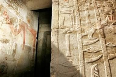 Egyptští vykradači hrobů přivedli archeology k vzácnému nálezu.