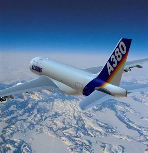 Obří letoun Airbus A380 je nejen největší, ale má také velice luxusní interiér. Je to zkrátka jakýsi Rols Royce osobní letecké dopravy Ne každý se ale do jeho útrob podívá, 21. STOLETÍ se to však podařilo.
