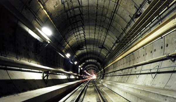 Jedním z nejodvážnějších inženýrských projektů současnosti se má v nejbližších letech stát tunel pod Bosporem. Sen tureckého sultána z 19. století se tak dnes mění ve skutečnost.