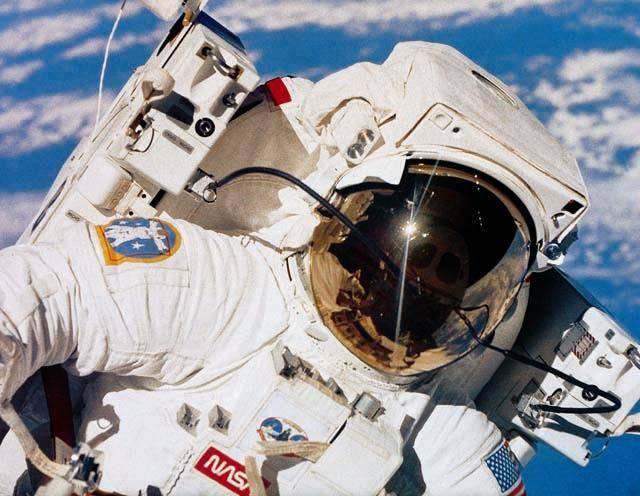 V roce 2010 bude představen nový typ skafandru, ve kterém se Američané vrátí na Měsíc.