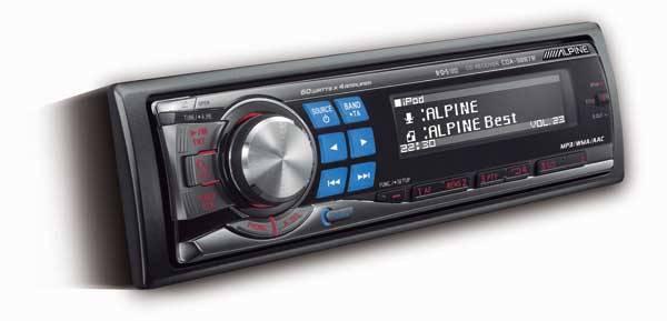 Nejčastějším společníkem při dlouhých cestách automobilem bývá rádio. 21. STOLETÍ se proto blíže podívalo, jaké technologické novinky výrobci v této oblasti připravili.