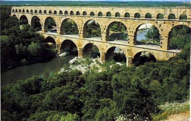 Mosty představují jedny z nejdůležitějších lidských staveb. Pomáhají překonávat terénní překážky a pro svou impozantnost jsou nejčastěji zachycovanou dominantou krajiny. Mnohé přečkaly ve funkčním stavu celá tisíciletí.