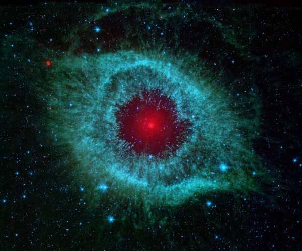 Infračervený Spitzerův kosmický teleskop je jakýmsi otevřeným oknem, jímž astronomové nahlížejí do nejvzdálenějších hlubin vesmíru. Snímání v infračervené oblasti spektra umožňuje pohlédnout na vesmírné objekty tak, jak se to z povrchu naší planety nikdy nepodaří.