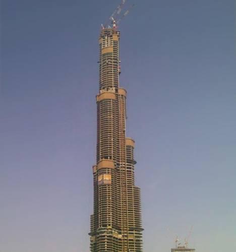Zatím nehotová stavba věži Burdž Dubaj (Dubajská věž) se podle místních úřadů stala nejvyšší budovou světa.