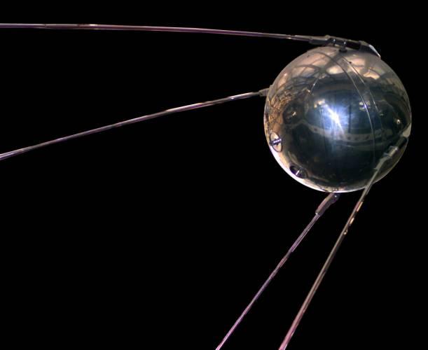 Před padesáti lety lidé vyslali do kosmu první vesmírné plavidlo.