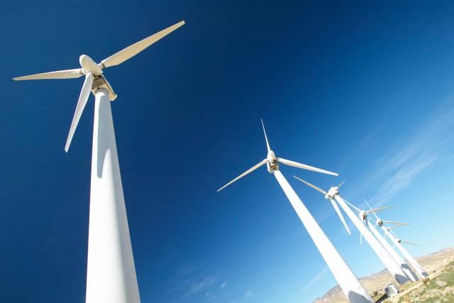 Britská vláda si vytkla smělý cíl. Do roku 2020 by všechny britské domácnosti měly získávat elektrickou energii pouze z větrných elektráren.